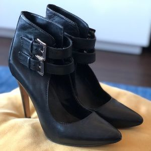 ⭐️✨⚡️25% off of 5 items ⭐️✨⚡️Black Boots from Aldo
